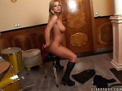 Busty and booty blond rockstar sticks drum stick in her pussy