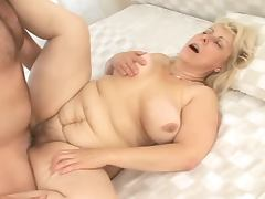 Dirty old woman gets fucked in her pussy and mouth