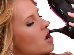 Linet and Zuzana Z is sucking each other high heels
