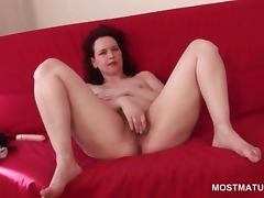 Wide spread mature cutie finger fucking her wet cunt
