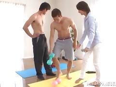 Petite Asian chick Aino Kishi enjoys some double penetration