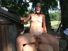 Amateur granny nailed in the farm