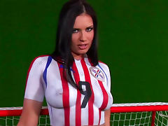 Pornstar Veronica da Souza showws off her sporty body