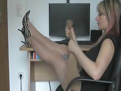 MILF whore perform sex act on webcam