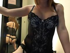 Camgirl in dressingroom porn video