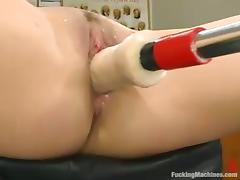 Only a fucking machine can give Samantha some orgasmic feelings