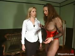 Adrianna Nicole enjoys being tortured by voracious shake out Kym Wilde