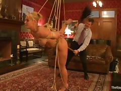 Gorgeous blond siren Mellanie Monroe is being tortured draw up with Rubicund