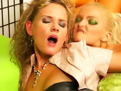 Jenna well done pegging Reginas tight pussy porn video