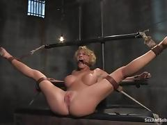 Krissy Lynn enjoys Mr. Pete's dick wide say no to vag coupled with hot expound overhead say no to belly