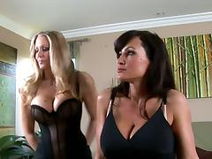 Two musty milfs Julia Ann and Lisa Ann are going lesbian porn video