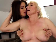 Slender brunette fuck with an old blonde granny