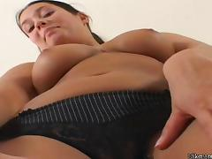 Veronica Da Souza cums with her toy in solo scene