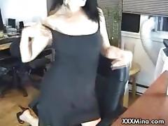 Brunette babe giving blowjob on live cam