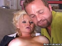 Mature Bree sucks with pleasure and rides a dick