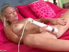Dripping wet pussy vibrated by a big toy porn video
