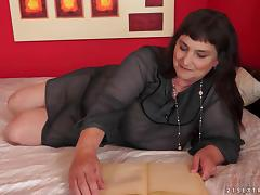 A fat and old BBW gets fucked and then creampied