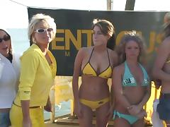 A few hot chicks have an outdoor ass and tits flashing competition