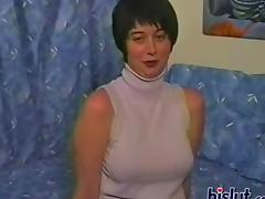 Busty short haired milf poses for amateur porn