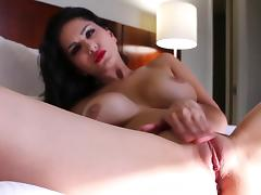 Superb solo along steamy Sunny Leone